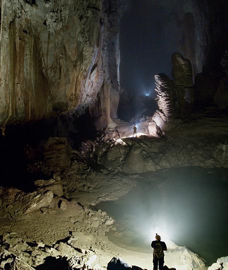 组图:英国探险家发现世界上最大的洞穴