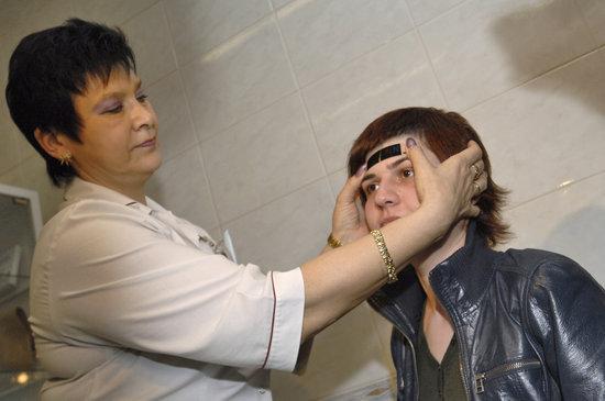 图文:莫斯科机场加大对旅客检疫工作