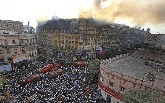 印度加尔各答发生大火24人死亡(组图)