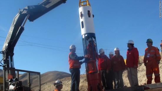 智利子弹型救生舱运抵矿难救援现场(图)