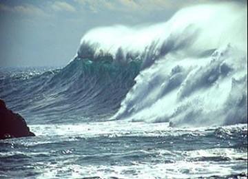 印尼灾区附近海浪很高救援队难以抵达(组图)