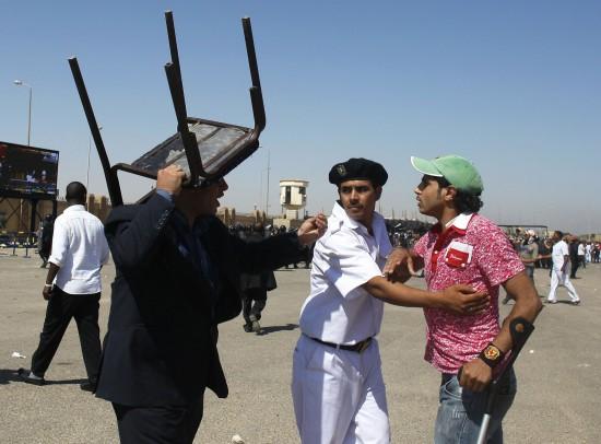 穆巴拉克的支持者和反对者发生冲突