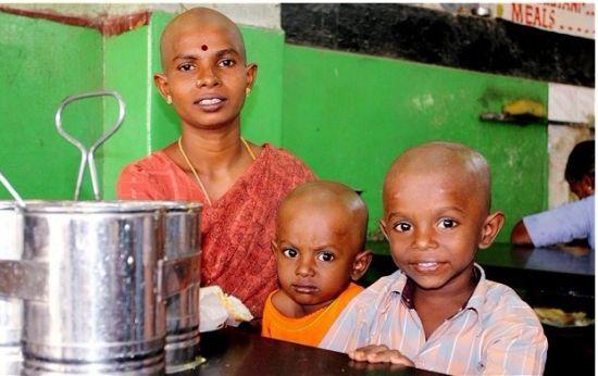 印度一寺庙在过去5个月间为信徒剃度,共攒了560多吨头发