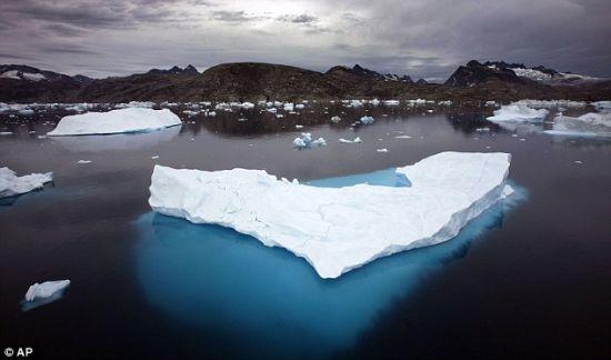 """格陵兰冰川大量融化科学家称""""史无前例""""(图)"""