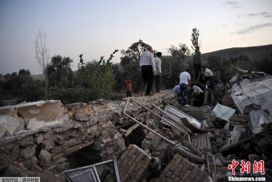 伊朗西北部东阿塞拜疆省发生两次里氏6级以上地震。