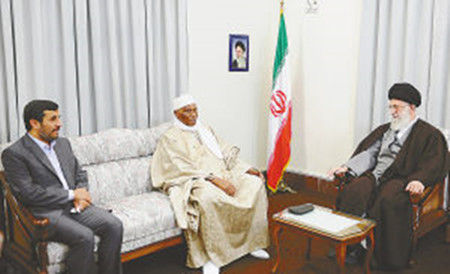 资料图:哈梅内伊(右)会晤塞内加尔总统(中)。