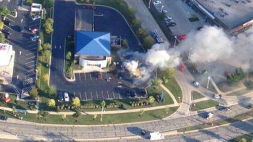 一小型飞机在美国芝加哥坠毁