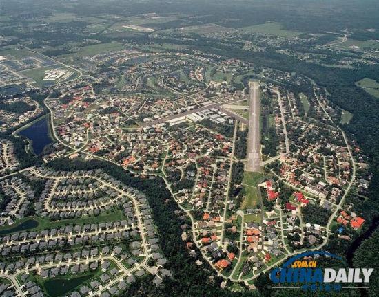 美佛罗里达州航空小镇每家均有私人飞机(图)
