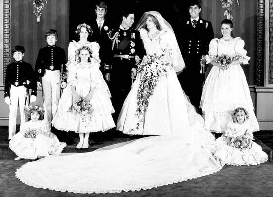 储查尔斯王子和戴安娜在伦敦圣保罗教堂举行结婚典礼-维多利亚女王