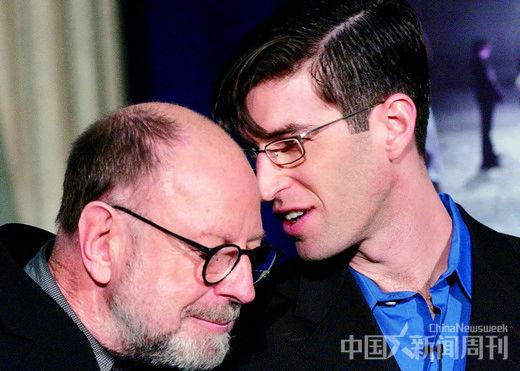 麦克・阿拉德(右)和彼得・沃克。