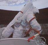 航天员在神七飞行中的动态