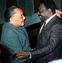 1987年2月,邓小平会见来访的加蓬共和国总统哈吉・奥马尔・邦戈。