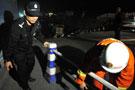 杭州警方正在清理现场