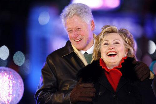 2009年新年,希拉里与克林顿在纽约时代广场(资料图)