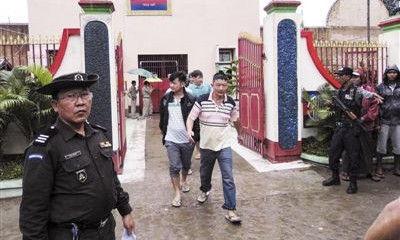 中国籍伐木工人离开密支那监狱