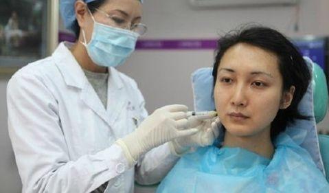 刘庭接受整形手术