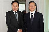 温家宝会见韩国总统李明博