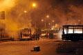 多辆公交车被烧毁