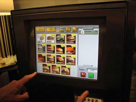 麦当劳里的自助售卖机省却了排队的苦恼