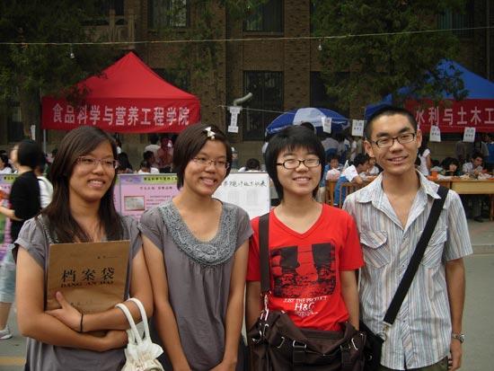刘佳,刘双,李锦路,李锦民(从左至右) 北京考试报记者 郝娜摄图片