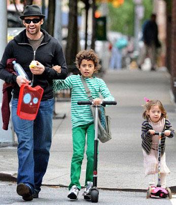 9岁的奥斯卡和3岁的艾娃的好父亲