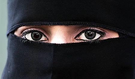 离婚理由:丈夫试图偷看一眼妻子的脸