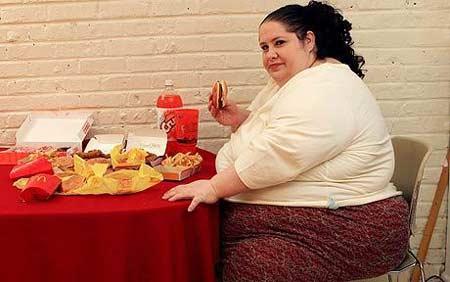 美女子欲把自己打造成世界最胖女人图