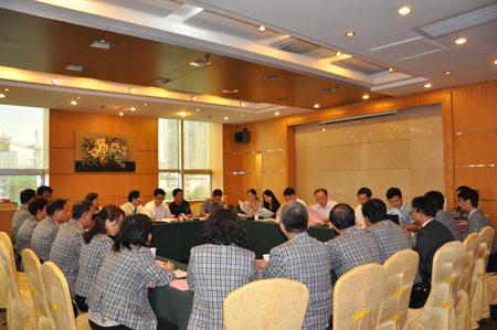 华中生副院长为高应大的师生们作了《多源采购的最优库存控制策略》的报告