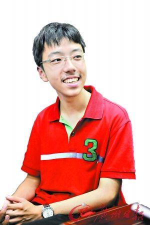 深圳中学的钱鹏宇。记者轩慧 摄