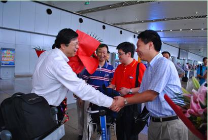 王伟老师与国家队领队熊斌老师交谈