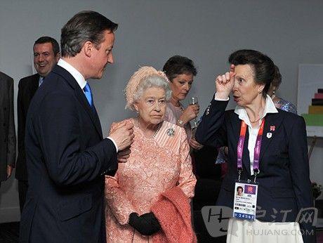 英国首相卡梅伦与女王