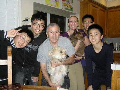 寄宿家庭除接送学生上下学,还会带他们出去玩。(上海南洋中学学生提供)