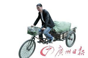 每天除了辛苦地备考,游满勤还要骑单车收废品