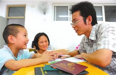 户口本、房本、面试,家长为了将孩子送入理想的小学,费尽心思。