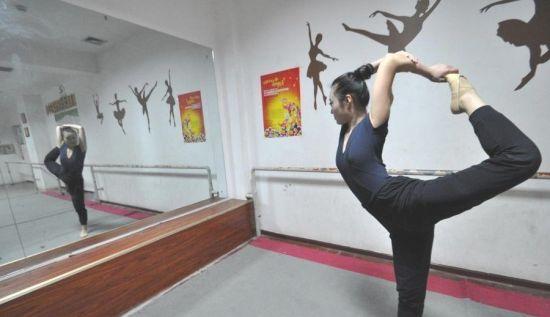 单腿独立平衡与柔韧练习
