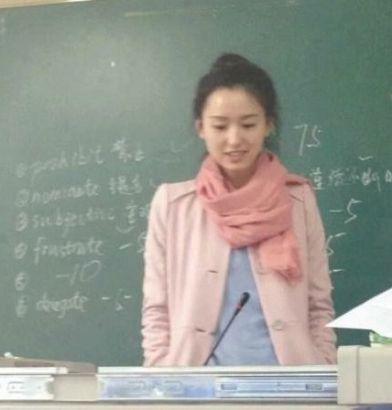 川师美女老师走红网络 长相清纯似佟丽娅