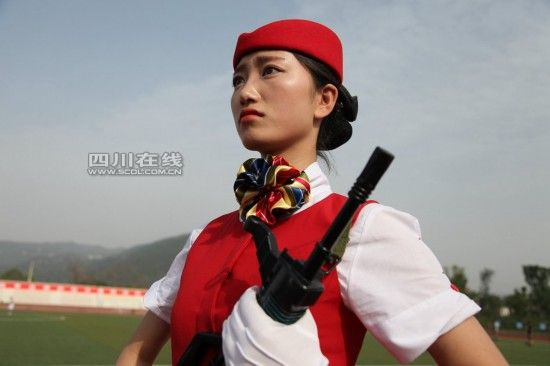 揭秘全国首支高校女子仪仗队(图)