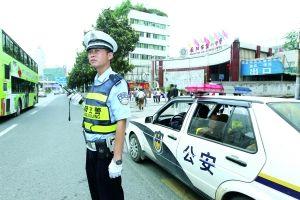 交警护航 高考首日贵阳道路通行正常