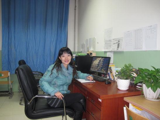 赵月灵,通州区潞河中学数学老师。曾获得全国优秀教师称号。