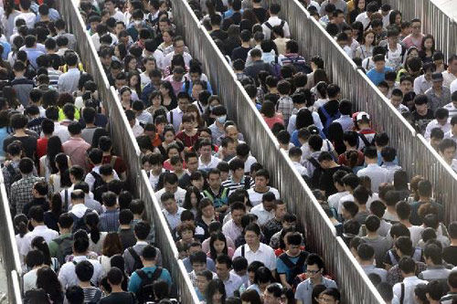 北京地铁平价时代终结 将按里程收费(双语)