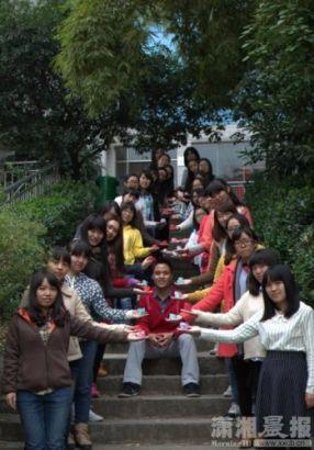 长沙高校里几个特殊的班级。最幸福的那两班里,全班只有他(她)一名异性;最孤独的,全班一名异性也没有。