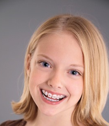 """美国小孩爱""""臭美"""" 2岁起建立牙齿健康档案"""