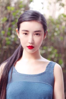 烈焰红唇中戏美女