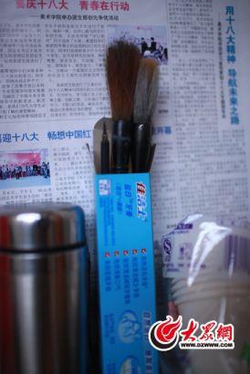 田阳每天写字作画的毛笔。