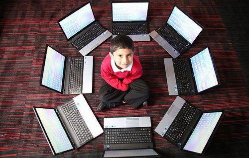 英5岁神童获封世界最小计算机专家