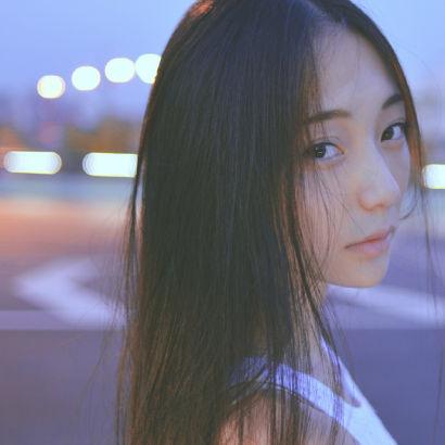 444少女揽逼_20岁川音纯美清新少女逼疯宅男(组图)