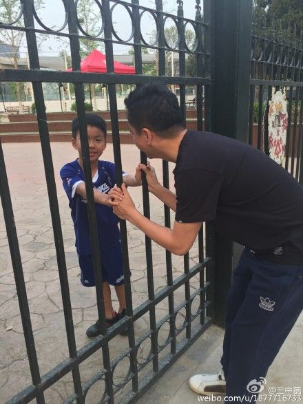 王中磊去学校探望威廉弟弟