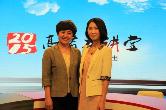 山东大学招办主任柳丽华老师(左)做客新浪