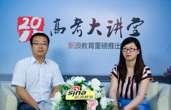 中国传媒大学南广学院招办主任陈思蒙老师(左)做客新浪