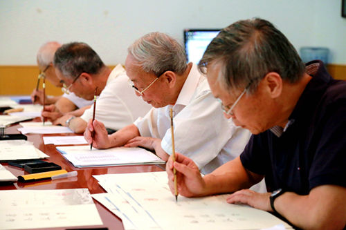 陕西师范大学新生将收到用毛笔书写的通知书。来源:陕西师范大学官网